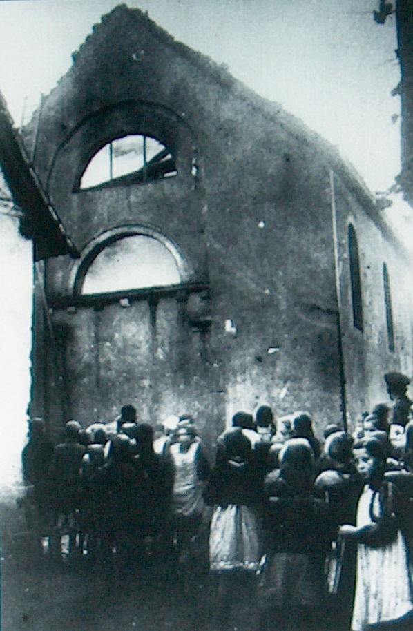 german children on kristalnacht nov 10 1938 watch a synagogu